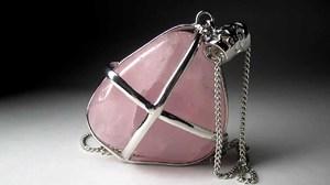 Розовый кварц - талисман Водолея